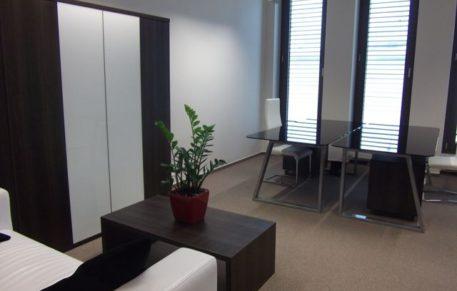 Pěkná malá kancelář o výměře 30,2m2 ve 3NP budovy TRINITI